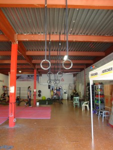 visite gus s garage crossfit manosque play fitness. Black Bedroom Furniture Sets. Home Design Ideas